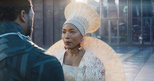 """Marvel serisinin filmlerinden olan Black Panther """"En İyi Özgün Müzik"""", """"En İyi Kostüm Tasarımı"""" ve """"En İyi Yapım Tasarımı""""  ile gecenin en çok ödül kazanan yapımlarından oldu."""