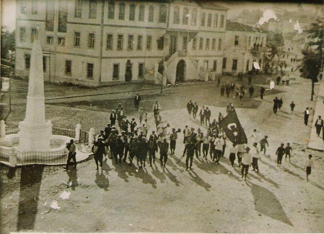 1918: Rize'nin Rus ve Ermeni işgalinden kurtuluşu.
