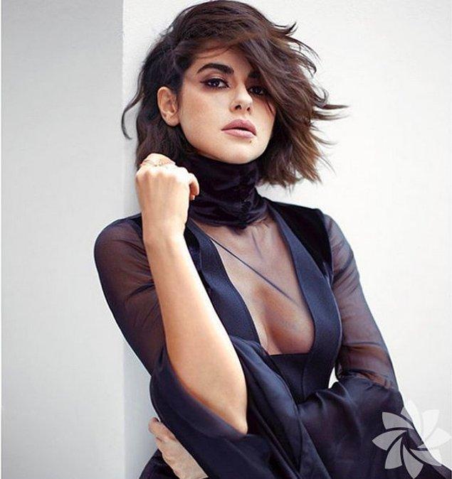 Nesrin Cavadzade hanımı bilirsiniz. Kendisi başarılı bir oyuncu ve son zamanlarda güzelliğiyle en çok konuşulan kadınlardan bir tanesi.