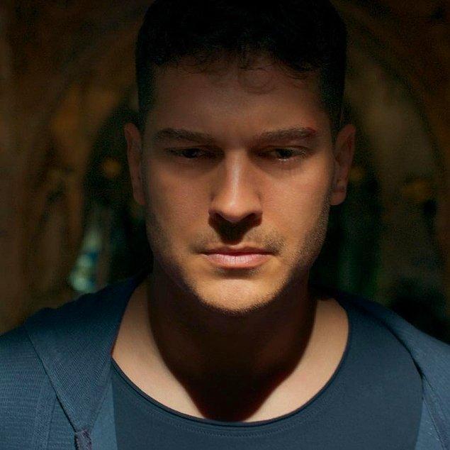 3. Netflix, Hakan: Muhafız 2. sezonunun 26 Nisan'da yayınlanacağını duyurdu.