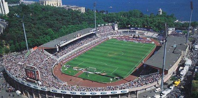 İnönü'de oynanan toplam maç sayısı 957 maç, 593 galibiyet, 243 beraberlik, 121 mağlubiyet.
