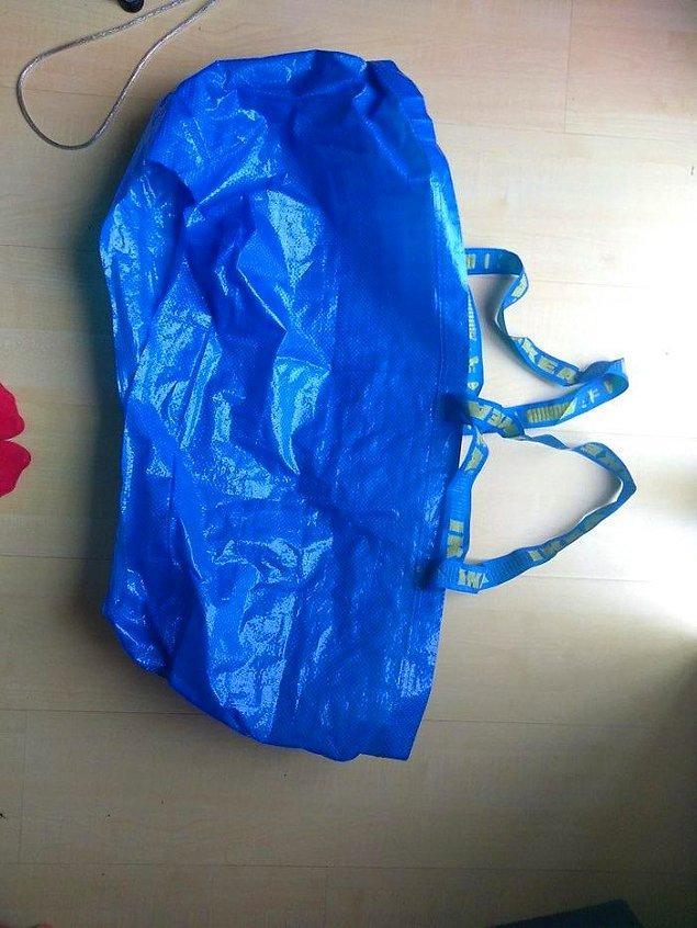 Невеста из Великобритании придумывает лайфхак с синей сумкой из ИКЕА, и Интернет ликует