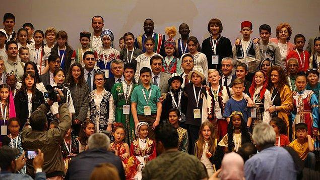 """1979 - 23 Nisan Ulusal Egemenlik ve Çocuk Bayramı, UNESCO'nun 1979 yılını """"Çocuk Yılı"""" olarak duyurmasının ardından, TRT tarafından """"TRT Uluslararası 23 Nisan Çocuk Şenliği"""" adı ile ilk kez kutlandı."""
