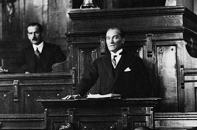 1920 - Mustafa Kemal, Büyük Millet Meclisi Reisliği'ne seçildi.