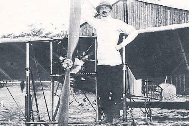 1912 - İlk defa, bir Osmanlı pilotu olan Fesa Bey (Evrensev), Osmanlı tayyaresi ile Türk toprakları üzerinde uçtu.