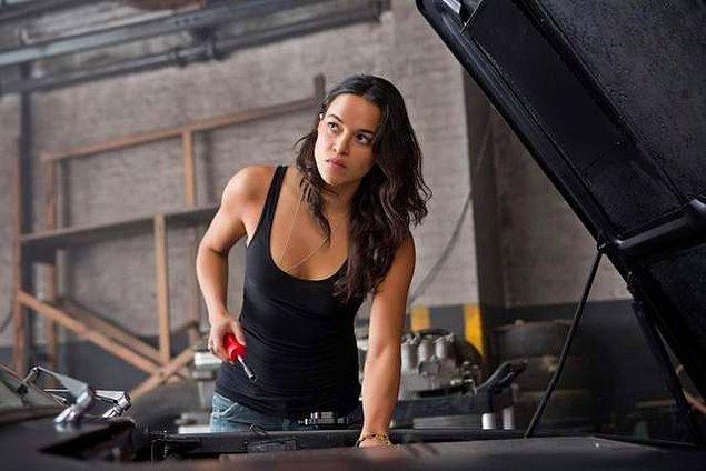 4. Dominic Toretto'nun deliler gibi aşık olduğu Letty kaçıncı filmde öldü sanılmıştı?