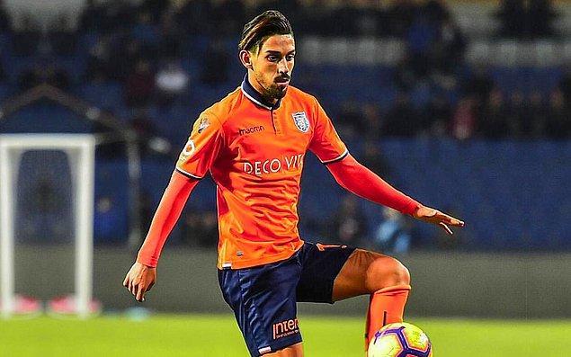 23 yaşındaki yetenekli orta saha için Göksel Gümüşdağ'a 5 milyon Euro veren Başkan Ali Koç Başakşehir'den gelecek yanıtı beklerken, Galatasaray'ın 5,5 milyon Euro civarında bir rakama İrfan'ı renklerine bağlayabileceği ifade edildi.
