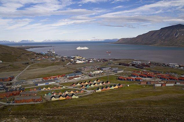 16. Popüler bir bilgi olmasına rağmen, Norveç'in Longyearbyen şehrinde ölmek yasalara aykırı değil.