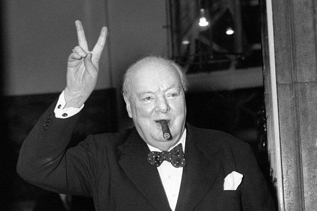 1940 - II. Dünya Savaşı: Winston Churchill, Birleşik Krallık Başbakanı olarak görevlendirildi.