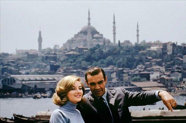 18. Sean Connery ve Daniela Bianchi'nin İstanbul pozu, 1963.