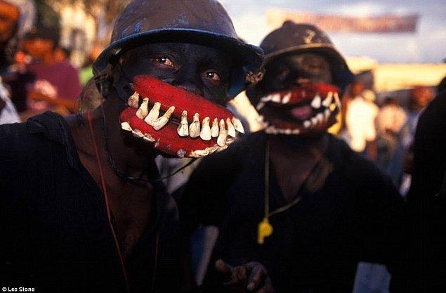 8. Zombi kültürü, Haitili kara büyücülerin kurbanlarını balon balığı nörotoksiniyle zehirlemeleri sonucu, kişilerin kolayca kontrol edilebildikleri bir biçimde uyanmalarından ortaya çıkmıştır.