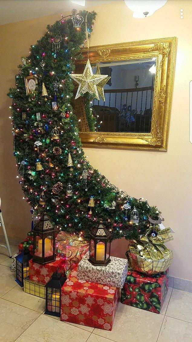 Altına hediyeler de konulan bu ağaçların amacı, bu ayı en iyi şekilde kutlamak ve özellikle çocuklara sevdirmek.