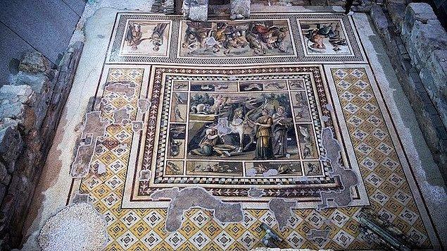 2009'daki ilk projede iki bodrum katı yapılması planlanınca yerin yaklaşık 5.5 metre kadar altına inilmesi ile keşfedilen bu mozaik, dünyada bilinen en büyük tek parça mozaik.