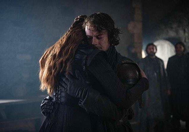 15. Iron Islands'a dönmek yerine gerçek evine, Winterfell'e döndü.