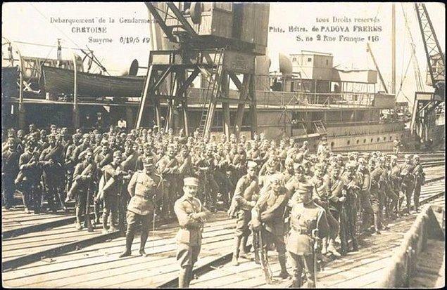 1919 - İtilaf Devletleri desteğindeki Yunanlar, İzmir'i işgal etti.