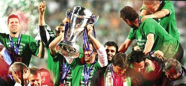 2010 - Bursaspor, Turkcell Süper Ligde 4 büyüklerden sonra şampiyon olan ilk takım oldu.