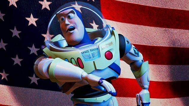 13. Oyuncak Hikayesi 2'de Buzz'ın Amerikan bayrağı önünde konuşma yaptığı kısım diğer ülkelerde Amerikan bayrağı yerine dünya konularak yayınlanmıştır.