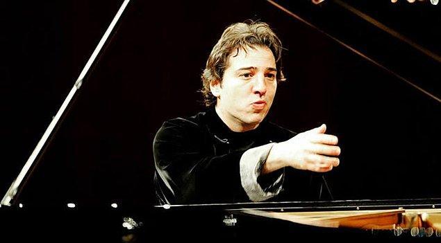 """11. Yine Akra Caz Festivali'nin misafir edeceği dünyaca ünlü piyanist ve besteci Fazıl Say, 26 Haziran'da """"Truva Sonatı"""" ve """"İzmir Süiti""""ni yorumlayacak."""