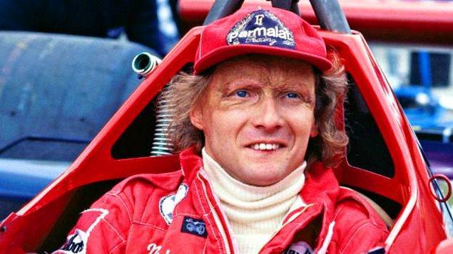 Lauda, 1976 sezonunda Almanya Nurburgring pistinde geçirdiği kazada arabasının yanması sonucu yüzünün büyük bir kısmı ciddi yaralar almıştı.