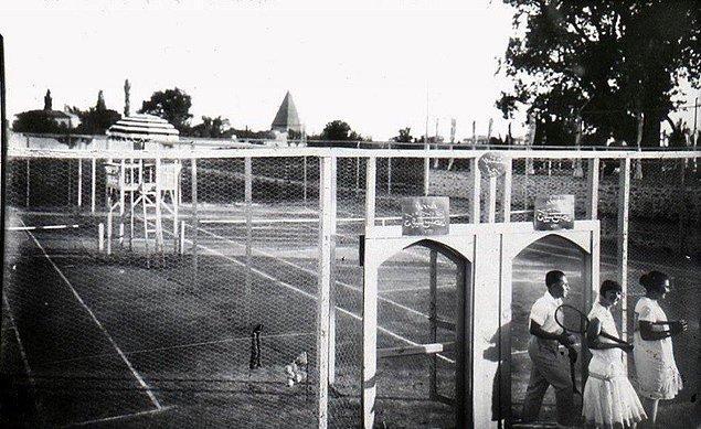 20. Konya'da bir tenis kortu, 1928.
