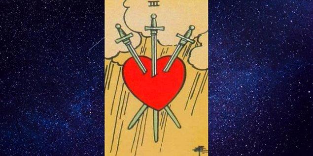 """Seçtiğin Kart; """"Kılıçların Üçlüsü"""""""