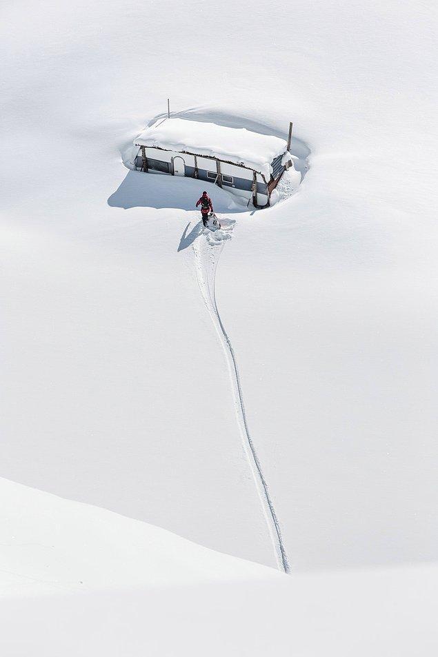 Claudio Casanova bu fotoğrafı çekebilmek için karla kaplı bölgelere seyahat etmiş.