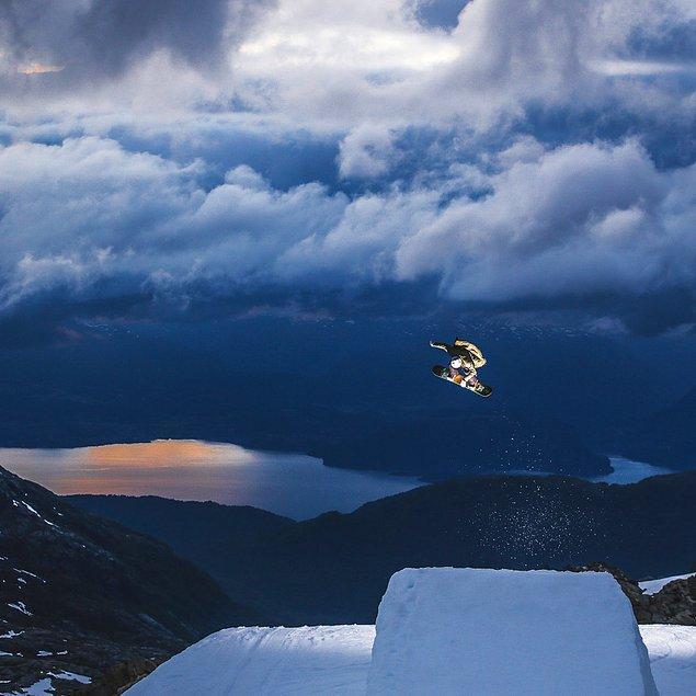 Havadaki snowboardcunun fotoğrafını Dasha Nosova yakalamış.