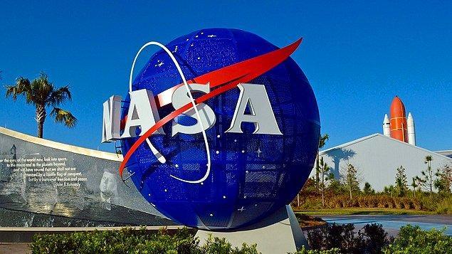 """NASA yetkilileri, istasyonu alçak Dünya yörüngesindeki araştırmalar için kullanmaya devam edeceklerini, bunu yaparken de """"uzay ekonomisi""""nin gelişimi için özel sektörle birlikte çalışacaklarını açıkladı."""