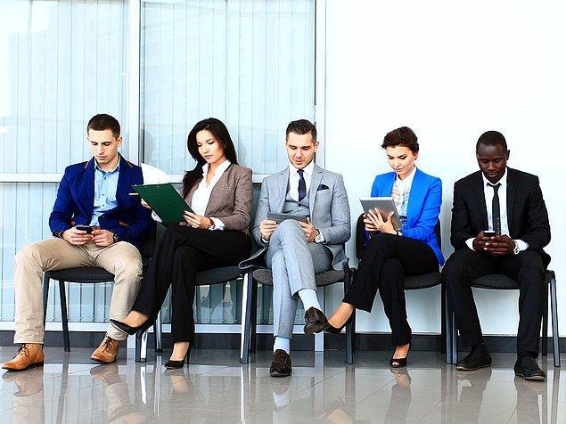 İş dünyasının kıyafet kuralları günümüzde halen devam ediyor.