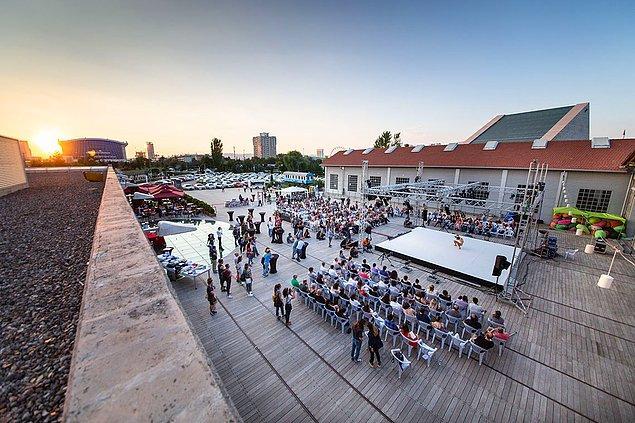 Çağdaş/kavramsal dans alanında bireysel hareket üzerine farklı bir bakış sunmayı amaçlayan Uluslararası Solo Çağdaş Dans Festivali, bu yıl ikinci kez 28, 29 ve 30 Haziran tarihlerinde Cermodern açık hava sahnesinde gerçekleştirilecek.