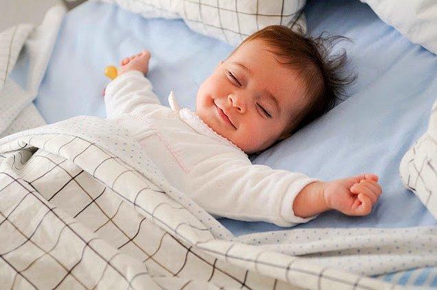 Ve son olarak her gün normal yatma saatinizden 2-3 saat önce yatağa gidin ve ışıklarınızı en aza indirin.