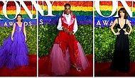Цветы, принты, яркие юбки: Выбираем самые эффектные образы премии Tony Awards 2019
