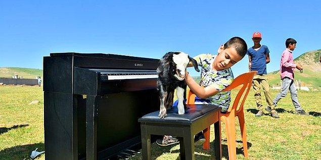 Keser, öğretmen arkadaşları ve Çalışcı'nın ailesi ile merkeze 55 kilometre mesafedeki Ağartı Köyü kırsalına piyano getirilmesini sağladı ve konser ortamı oluşturdu.
