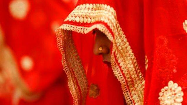 5. Ortaokulu da bitirince yengesinin yaşlı amcası ile evlendirilir.