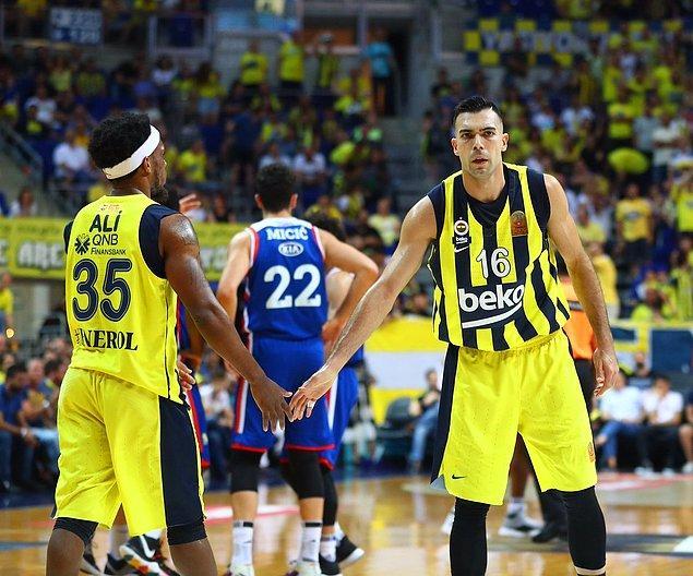 Tahincioğlu Basketbol Süper Ligi'nde 2015-2016, 2016-2017 ve 2017-2018 sezonlarında şampiyon olan sarı-lacivertli takım, yarınki maçta Anadolu Efes'i yenmesi halinde şampiyonluk serisini 4 sezona çıkaracak.