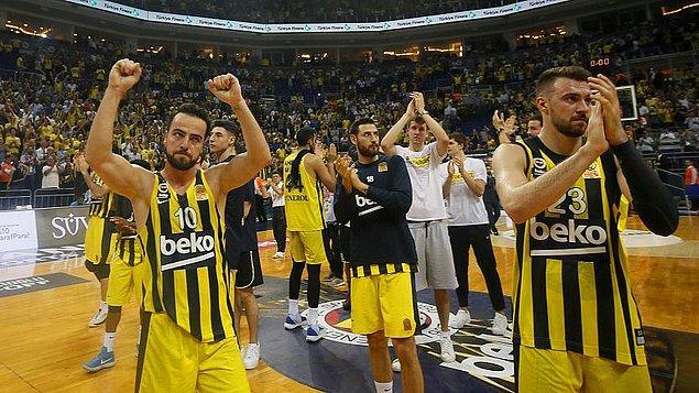 Fenerbahçe Beko, mutlu sona ulaşması durumunda Süper Lig'de 4 sezon üst üste şampiyonluk yaşayan 3. takım olacak.