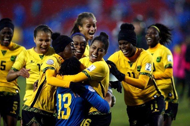 Diğer takımlar karşısında çok da başarılı olamayan Jamaika kadın milli takımının FIFA Kadınlar Dünya Kupasına katılan ilk Karayip milleti olması bile yeterliydi.