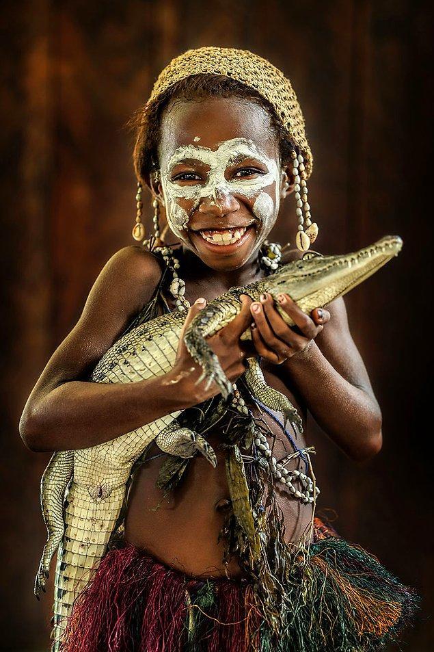 Sepik-Papualı bir kız çocuğu; aAmbunti, Doğu Sepik/Papua Yeni Gine
