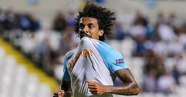Marsilya forması giyen 31 yaşındaki oyuncuyu Fenerbahçe kiralık olarak kadrosuna dahil etmek istiyor ancak Marsilya bu fikre sıcak bakmıyor.