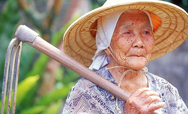Araştırmalara göre burada yaşayan insanlar ortalama 100 yaşına kadar hayatlarını devam ettirebiliyorlar.