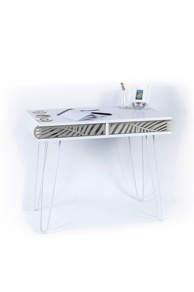 Mobilyalarda beyaz modası ön planda. Tel ayaklı bu tasarım çalışma masası hem fazla yer kaplamıyor hem de çok şık.