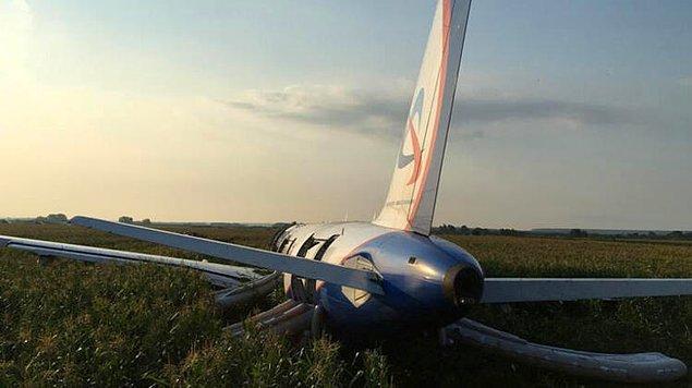 Rus Acil Durum Bakanlığı yetkilileri, uçağın motorunun kalkış henüz tamamlanmadan alev aldığını söyledi: