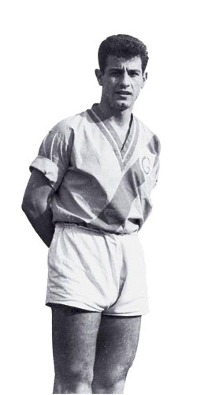 2. Galatasaray'a transfer olduğu 1955 yılı, 6 Kasım'da oynanan ve 5-4 kazanılan maçta ilk kez bir Beşiktaş derbisinde oynarken, iki de gol kaydetti.