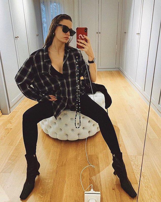1. Evinden fotoğraf paylaşan Serenay Sarıkaya, ayakkabılarından dolayı yorum yağmuruna tutuldu.
