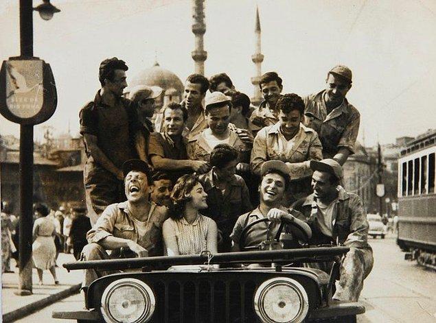 """21. """"Altın Kafes"""" filminden bir kare, İstanbul, 1958."""