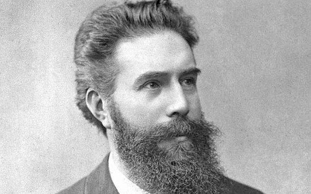 1895 - Alman fizikçi Wilhelm Röntgen, X ışınını keşfetti.