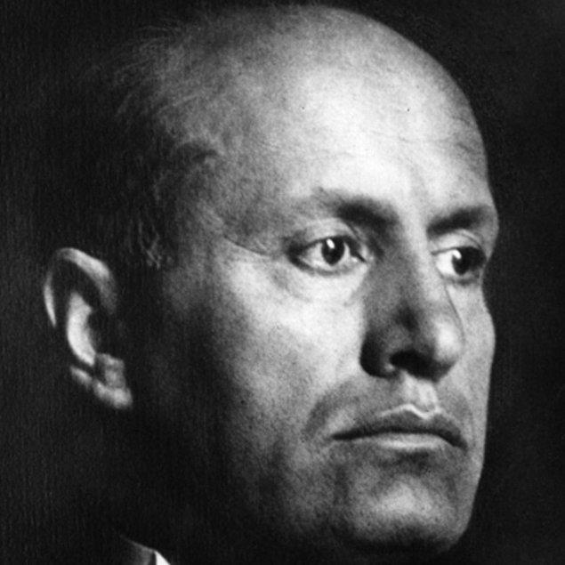 1921 - Benito Mussolini, İtalya'da Ulusal Faşist Parti'yi kurdu.