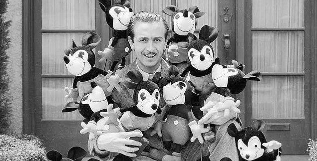 1940 - Walt Disney, FBI'ın Los Angeles ofisi için muhbirlik yapmaya başladı. Görevi Hollywood'daki Amerikan aleyhtarı olduğunu düşündüğü kişileri ihbar etmekti.