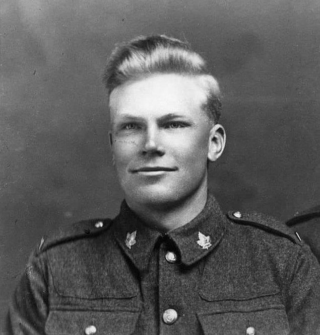 "5. ""Birinci Dünya Savaşı üniformalı büyük dedem."""