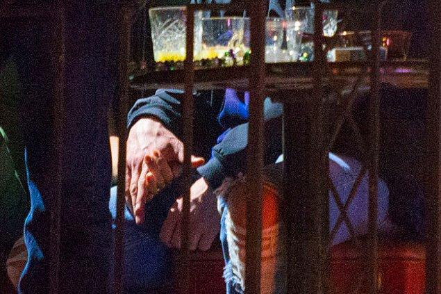 El ele kameralara yakalandıktan sonra hayranları, Justin'in parmağında alyansı olmadığını fark ettiler.